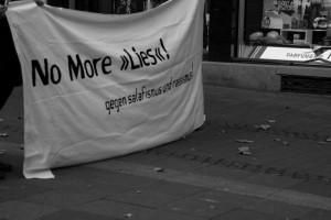 Protestaktion gegen salafistische Koranverteilung. Foto: Laila Riedmiller
